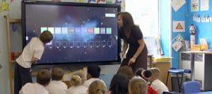 un modèle de large écran interactif pour salle de classe