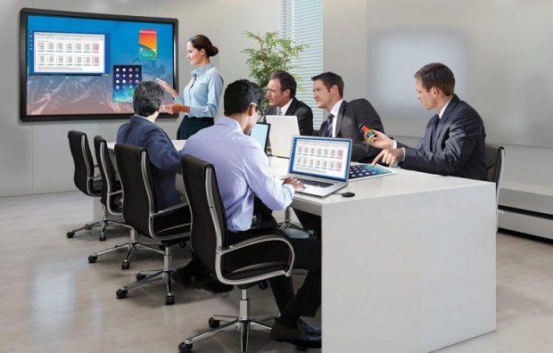 écran de 82 ou de 84 pouces pour les réunions d'entreprises
